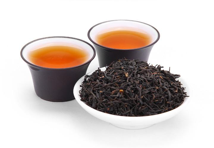 正山小种红茶与金骏眉红茶虽然都是采摘与同一种茶树上的茶叶,但是在